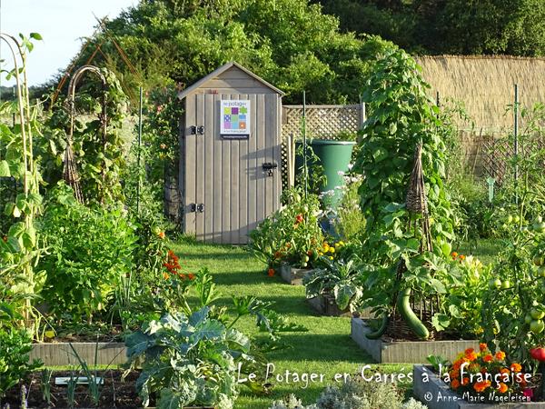 Le Potager en Carrés à la Française propose des stages de 2 jours pour apprendre les bases de cette méthode de jardinage unique au monde